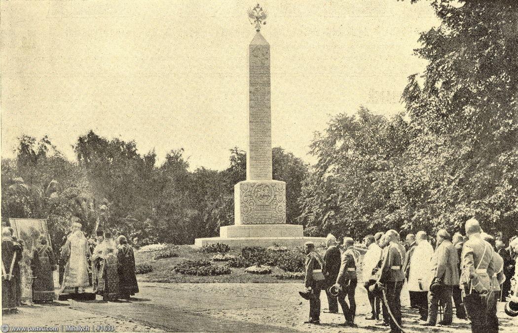 Романовский обелиск в Александровском саду